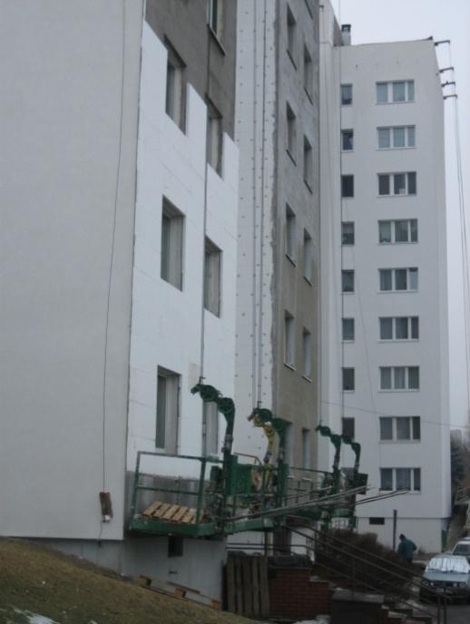 Rys. 15. Przykład termomodernizacji typowego budynku wielkopłytowego (prace wtoku) /źródło: J. Szulc/